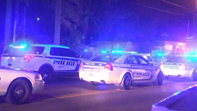 Officer shot, killed during standoff in Mobile, AL