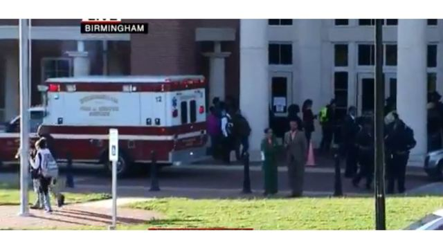 2 students shot at Alabama high school; 1 with life-threatening injuries