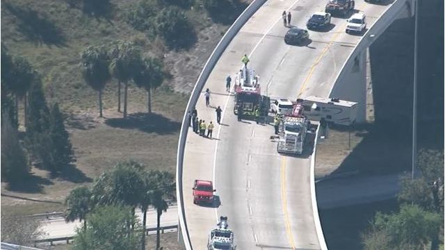 Camper hanging off I-275 ramp after St. Petersburg crash