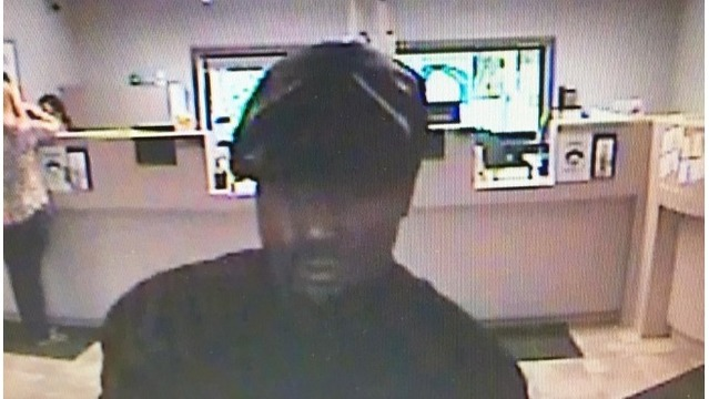 Man makes off with cash from Niles-area bank