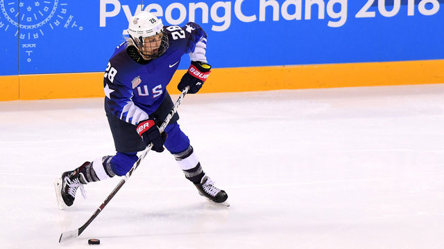 Amanda Kessel gets gold-medal encouragement from brother Phil