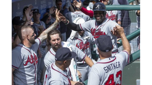 Braves' Brandon Phillips gets 2,000th career hit in 9-1 win over Phillies