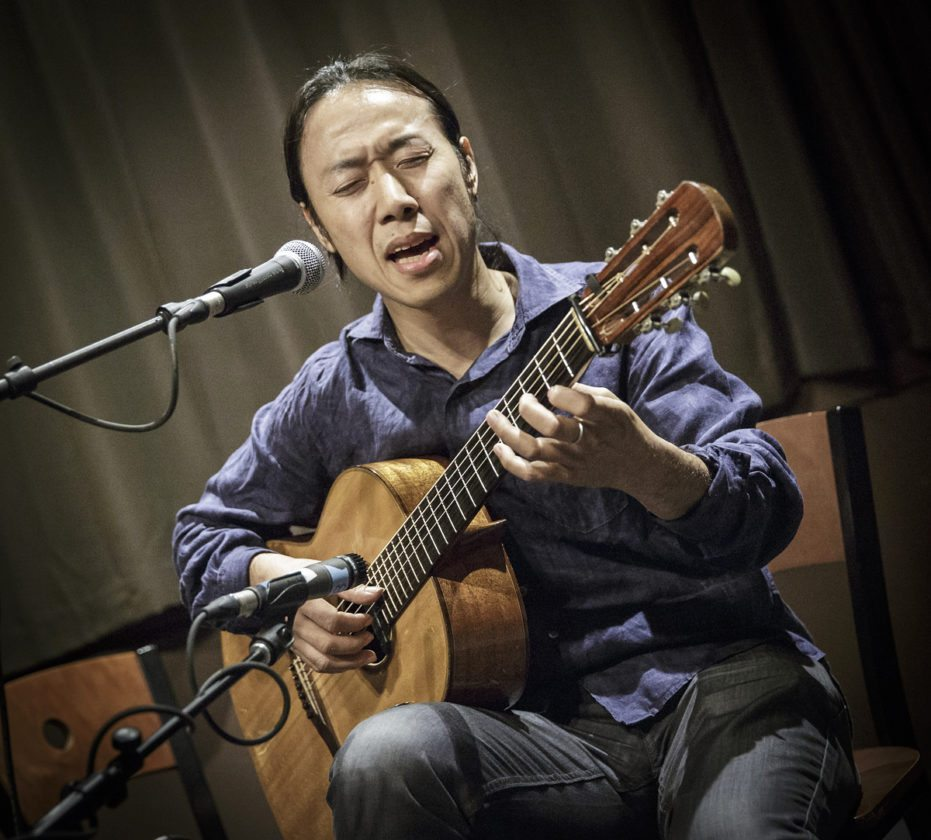 Hiroya Tsukamoto blends folk guitar and harmonious vocal looping to create an original and symphonic sound. (Photo provided)