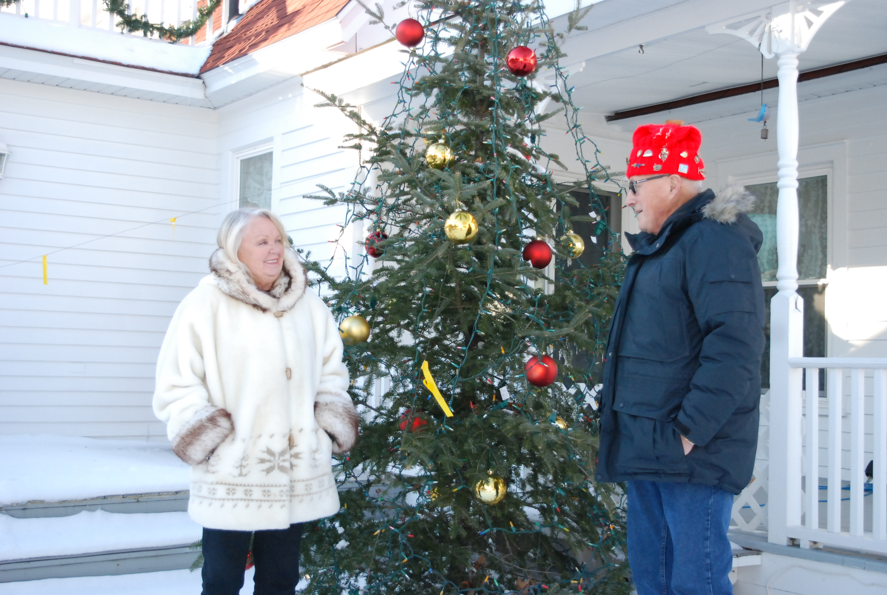 residents decorate homes yards for holidays news sports jobs daily press