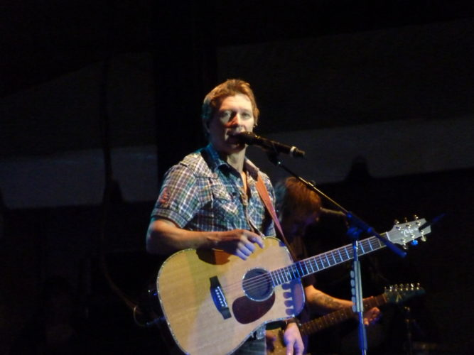 Craig_Morgan_Performing