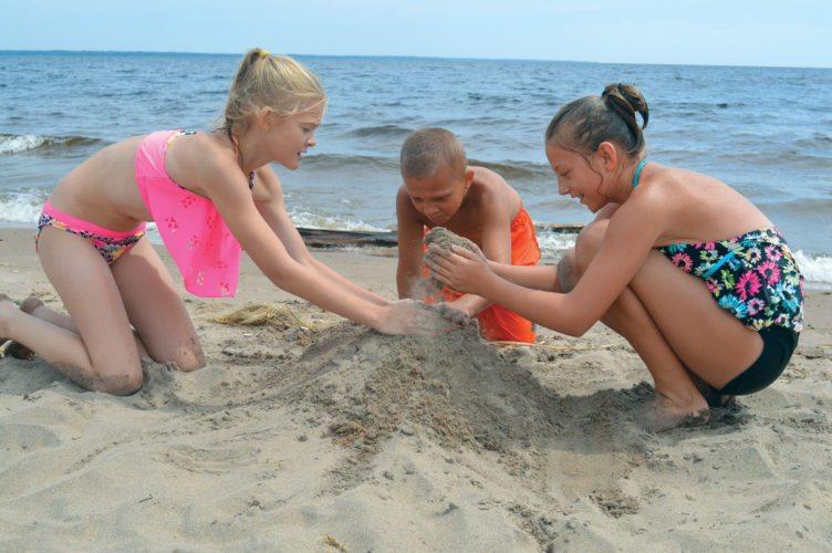 web-Beach-Use-Pic1