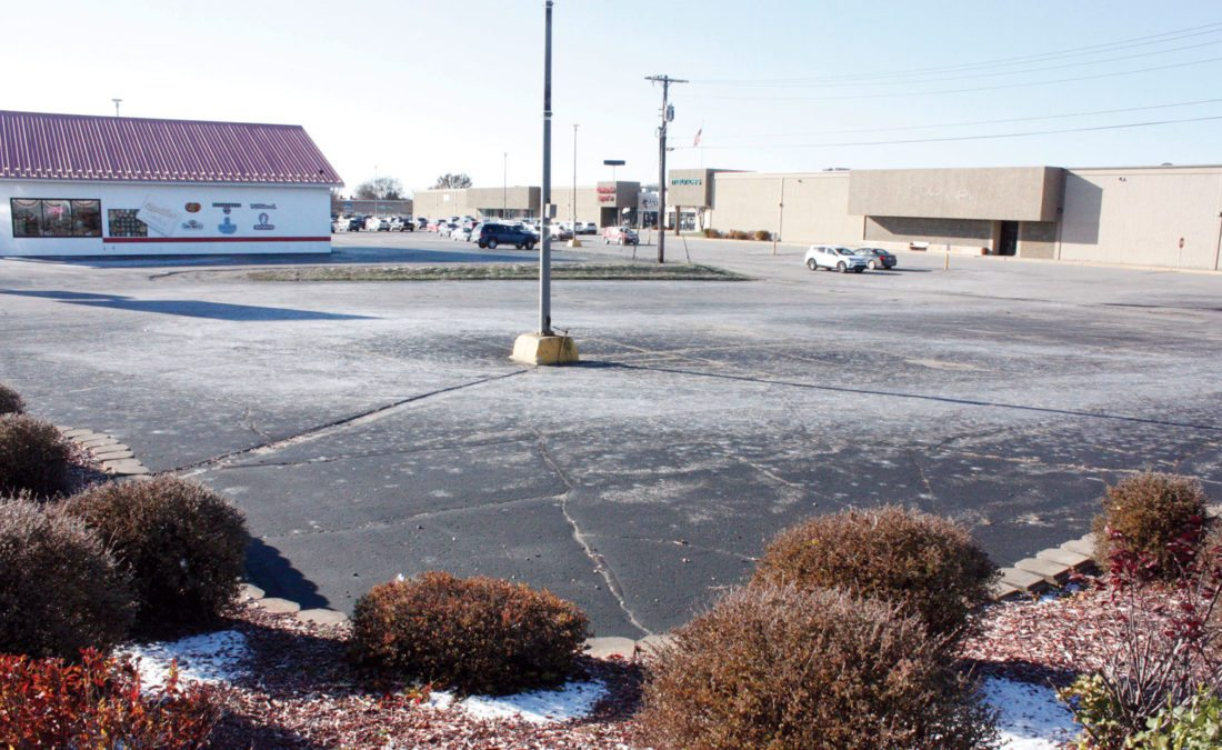 Jenny Lancour | Daily Press Dial Escanaba Mall, owners of the Delta Plaza at 301 N. Lincoln Road in Escanaba, is proposing to build a retail building that would house three businesses on the half-acre lot pictured above on the corner of North Lincoln Road and 3rd Avenue South.