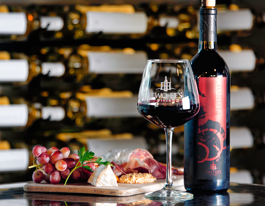 Two-EE's Winery Plonqé, photography by Neal Bruns
