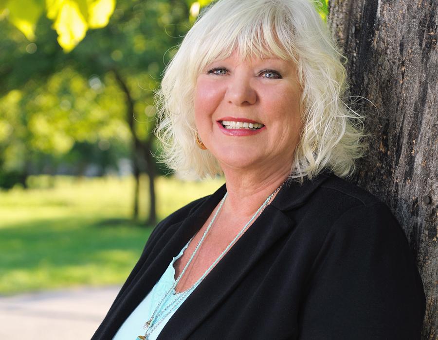 Linda Higi, photography by Theresa Thompson