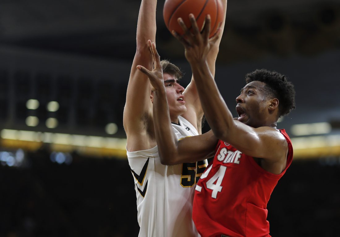 Iowa hands No. 16 Ohio State its 3rd straight loss | Big Ten