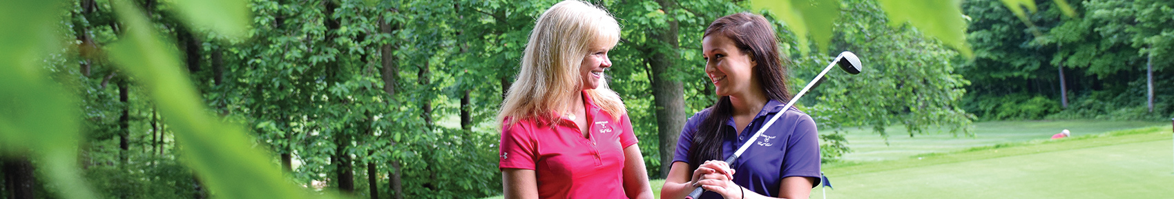female-golfers-smiling