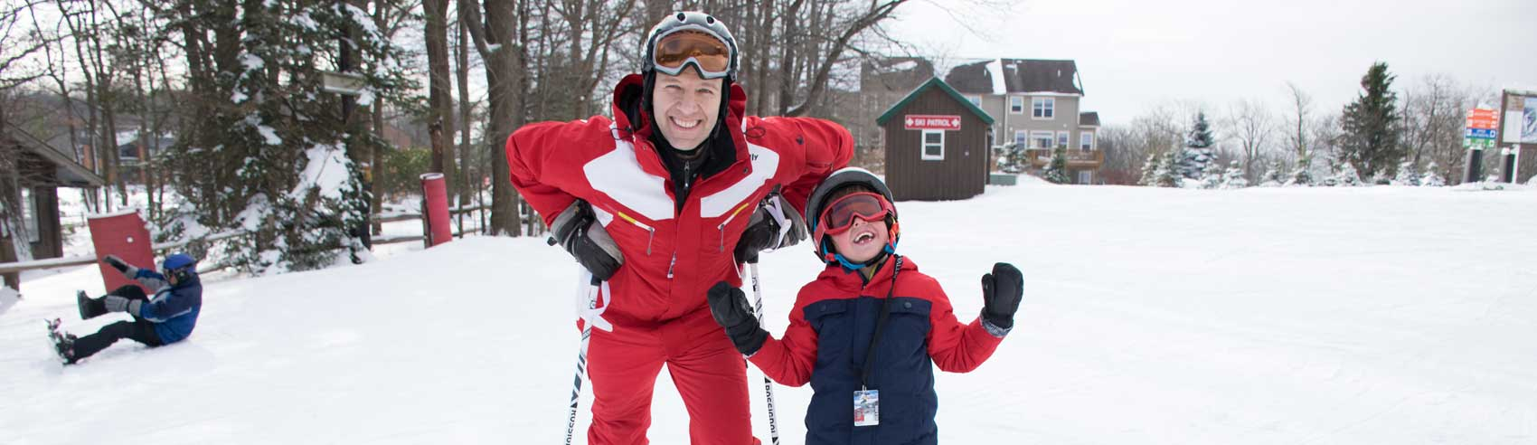 hv-man-and-child-skiing