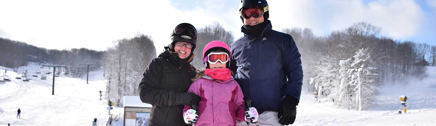family-on-the-slopes-1