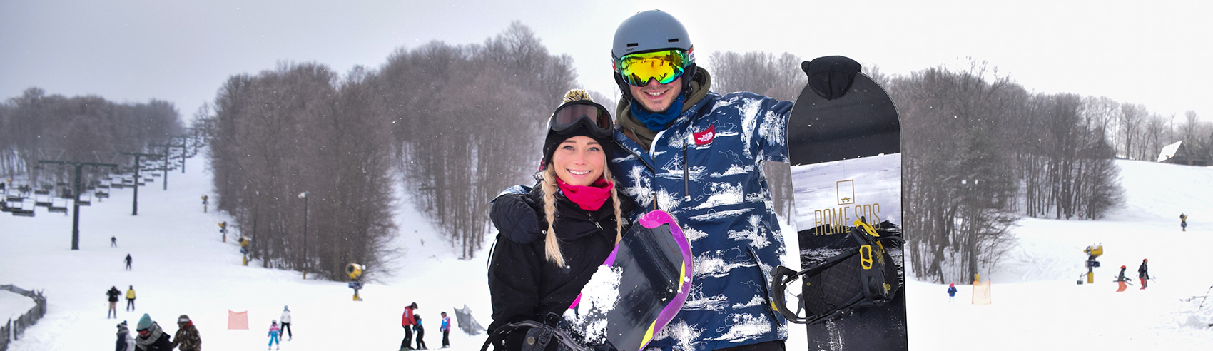 young-couple-ready-for-a-day-on-the-slopes