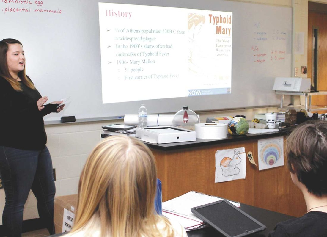 KINGSFORD HIGH SCHOOL student Arica Wickman, left, gives a presentation in the advanced anatomy class she is taking at Norway High School under a new curriculum co-op program between Norway, Kingsford and North Dickinson County high schools. (Theresa Proudfit/Daily News photo)