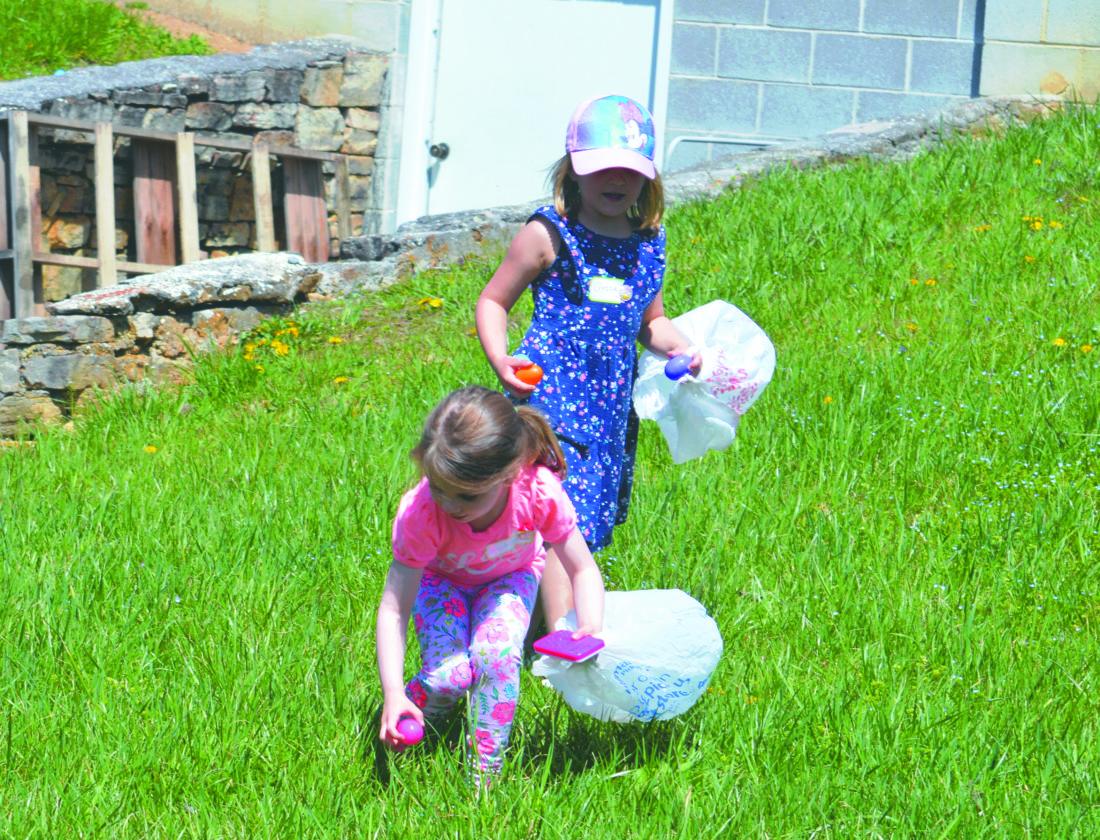 Journal photos by Adranisha Stephens Children hunt for Easter eggs at Tomahawk Christian Church on Sunday.
