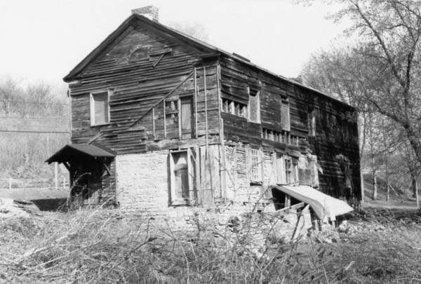 The dilapidated state of the historic 1747 Nellis Tavern in September 1983, before its restoration. (Photo courtesy of the Palatine Settlement Society)