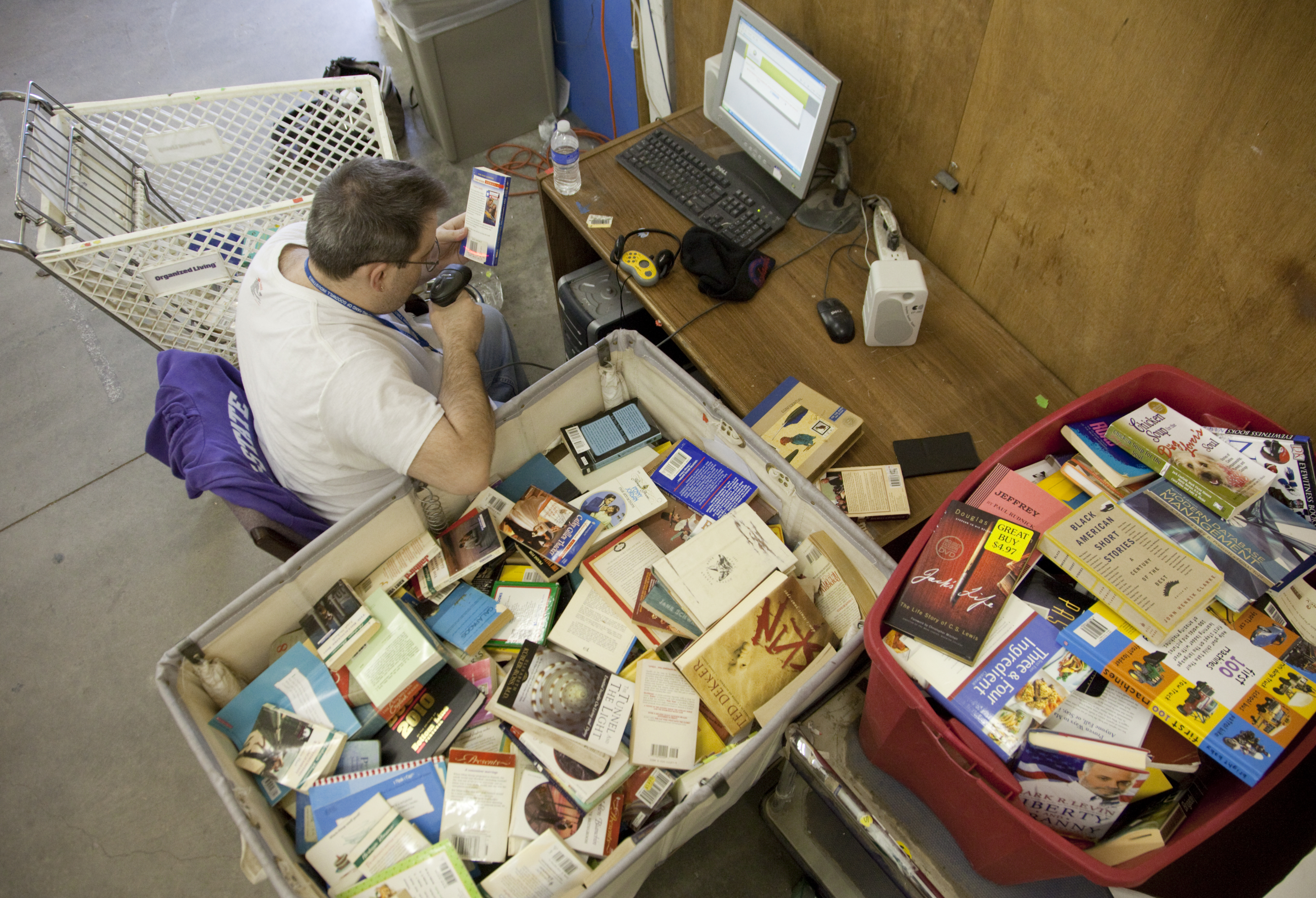 Goodwill stores turn donated books into sales on Amazon.com | News ...