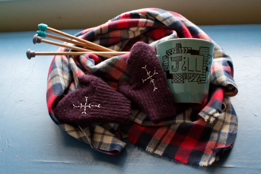 Crafting gifts 4 easy present ideas to make yourself news sports easy gifts you can make yourself this holiday including a no sew blanket scarf recycled mittens doodled coffee cup and handmade knitting needles solutioingenieria Images