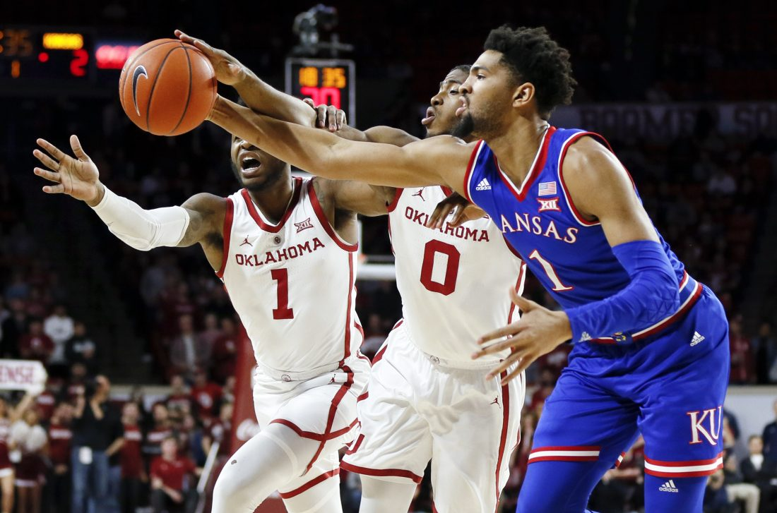Oklahoma tops Kansas to end Jayhawks' run of Big 12 titles