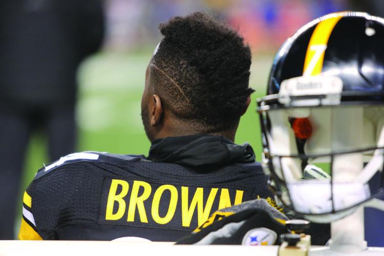 Pittsburgh Steelers' Antonio Brown during an NFL football game on Sunday, Dec. 4, 2016, in Pittsburgh. (Ed Rieker via AP)