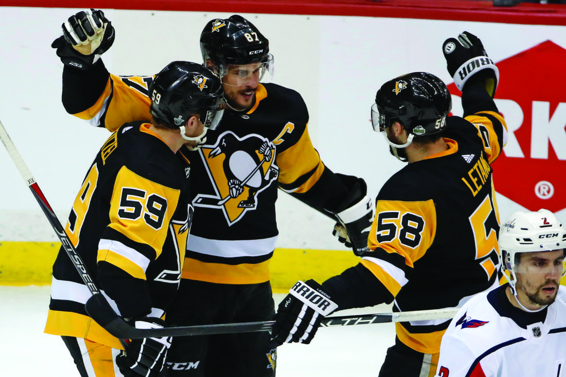 4a61f1552ac Ovechkin s late goal lifts Washington Capitals by Pittsburgh Penguins