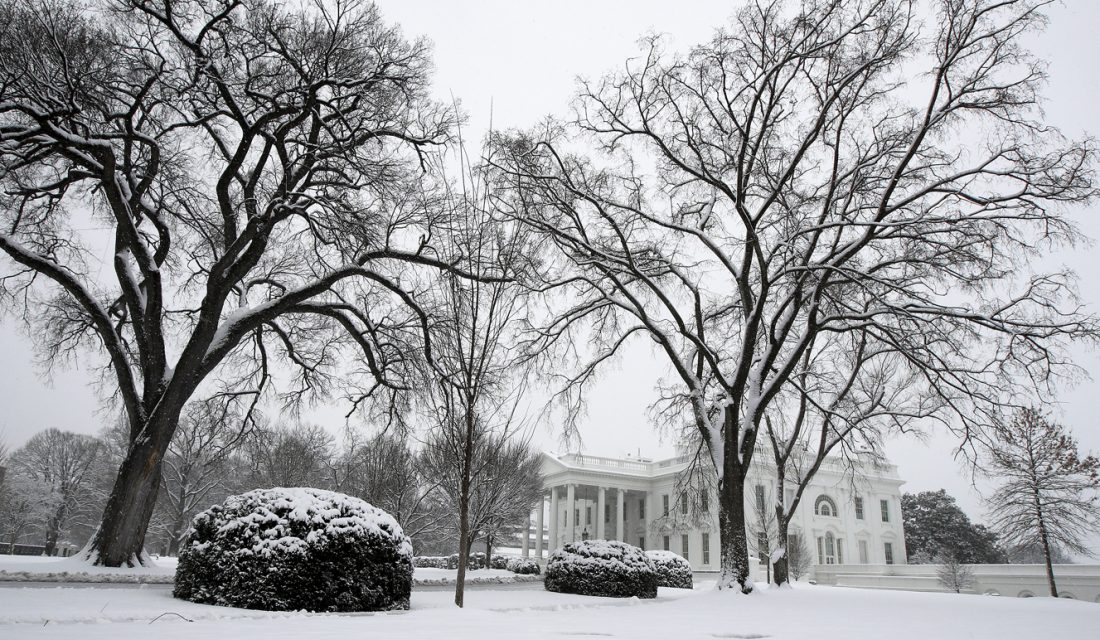 At least 4 dead as 1,400-mile-long snowstorm heads east