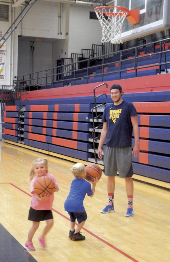Ex-Mountaineers guide youth basketball camp   News, Sports, Jobs - Marietta Times