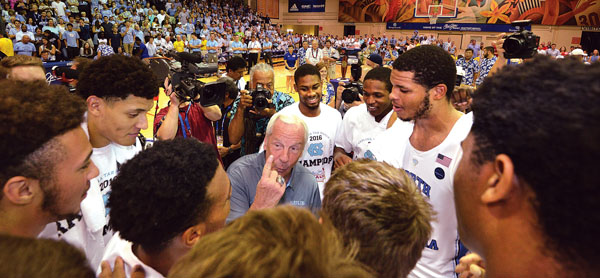 North Carolina coach Roy Williams speaks with his players after they won the title. The Maui News / MATTHEW THAYER photo