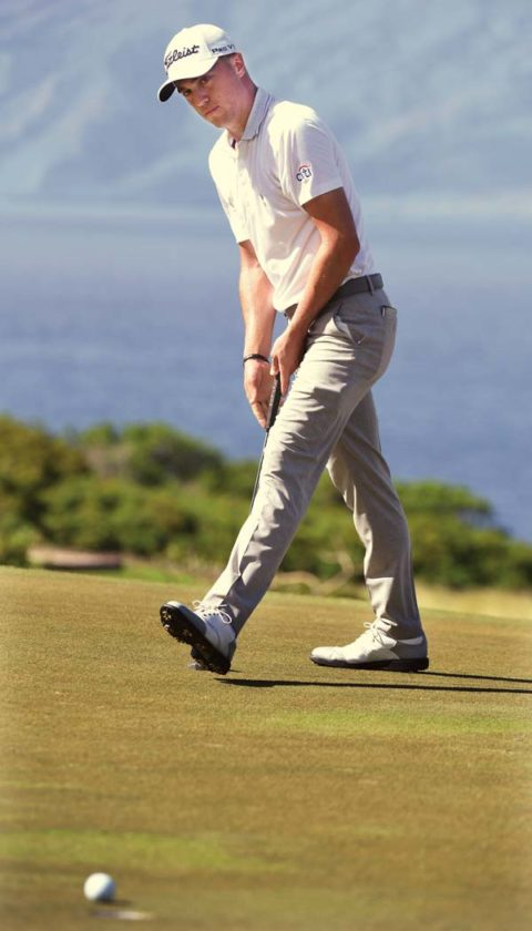 Justin Thomas watches his eagle putt on No. 14 roll toward to the hole.   The Maui News / MATTHEW THAYER photo
