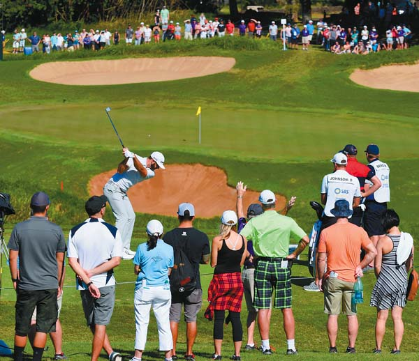 Dustin Johnson tees off on the eighth hole. The Maui News / MATTHEW THAYER photo