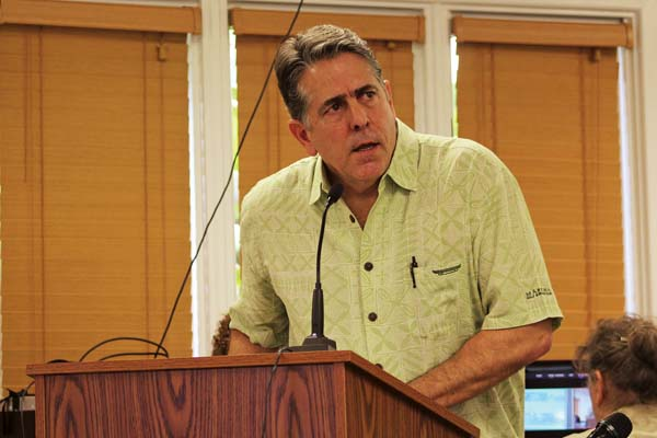 Ed Divita, a partner with Discovery Land Co., begins a presentation on the 47-acre Makena Resort at a Maui Planning Commission meeting Tuesday. The Maui News / COLLEEN UECHI photo