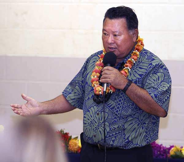 Mayor Alan Arakawa addresses a Kula Community Association audience Wednesday night at the Kula Community Center. The Maui News / CHRIS SUGIDONO photo