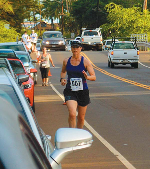 Trisha Becque of Arizona heads to a fourth-place finish in the female 40-49 division in the 10K. The Maui News / BRAD SHERMAN photo
