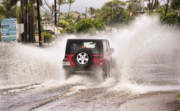 Rain Brings Some Flooding Power Outage News Sports Jobs Maui News
