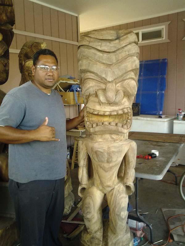 Folau Tupou with tiki. Photo courtesy Maui Hands Gallery