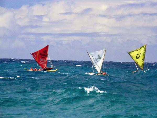 Unlimited winner Ka Pikokai (left) sails with Kamalii O Ke Kai and Kamakani Eleu. GLORIA REED photo