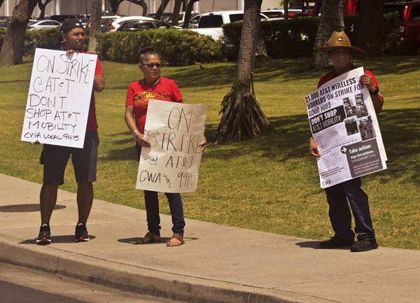 Bullhead City workers take part in AT&T strike