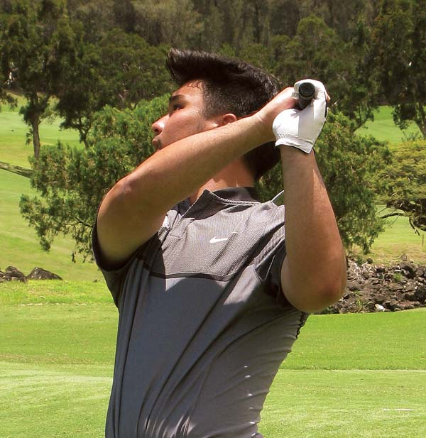 Tyler Munetake watches a shot on the third hole during a 3-and-1 semifinal loss to Evan Kawai. -- KYLE SAKAMOTO photo