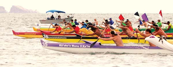 Crews in the men's novice A race take off from the starting line.  -- The Maui News / CHRIS SUGIDONO photo