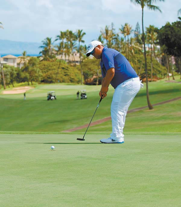 Todd Rego watches a putt on the way to a second straight round of 8-under-par 63. Kaanapali Golf Courses / MELISSA DUPUIS photo
