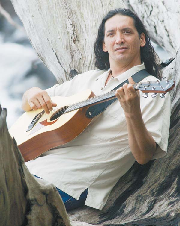 John Cruz free concert at The Shops At Wailea. The Maui News file photo