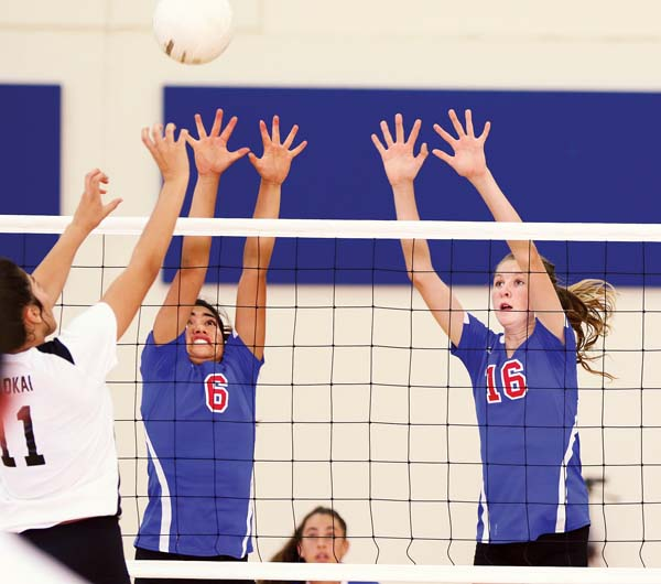 Connor and Hyman try to block a second-set shot by the Farmers' Taye Mowat. -- The Maui News / CHRIS SUGIDONO photo