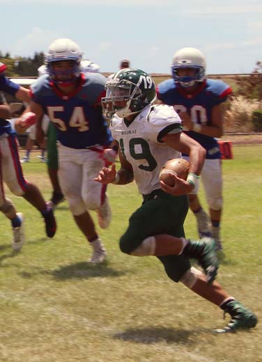Hauoli Caparida carries the ball for Molokai High School while being pursued by Seabury Hall's Ben Swartz (left) and Jack Hedden during the Farmers' 35-26 win over the Spartans on Saturday. -- RICK SCHONELY photo