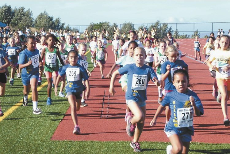 Kindergarten-3rd grade girls runners take off from the starting line. • Valley Isle Road Runners / JIM LYNCH photo