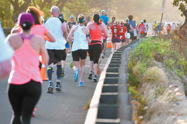 Runners face wind and dust in Launiupoko. The Maui News / MATTHEW THAYER photo
