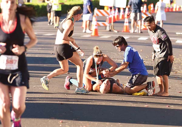 Barry Sultanoff receives attention after collapsing near the finish line of last year's Maui Half-Marathon. The Maui News / MATTHEW THAYER photo