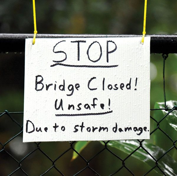 A sign warns hikers to stay off a popular footbridge spanning Wailuku River on Tuesday evening. The Maui News / MATTHEW THAYER photo
