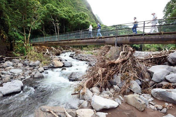 Gov. David Ige (second from right) walks across a footbridge near Kepaniwai Park while touring storm damage on Sept. 22, 2016. That footbridge currently is unsafe after Wailuku River erosion from Tuesday morning's storm. The Maui News MATTHEW THAYER photo