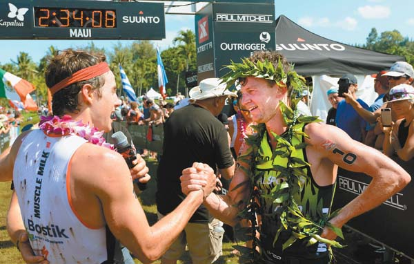 Bradley Weiss (right) shakes hands with runner-up Mauricio Mendez. The Maui News / MATTHEW THAYER photos